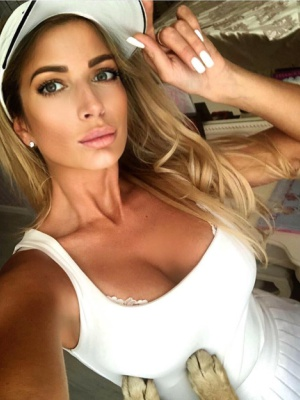 Yulia 34 A successful and confident wom...